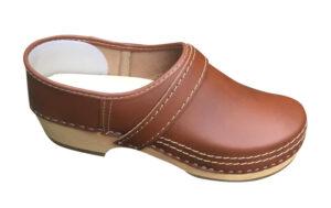Leren schoenklomp met houten zool bruin dichte hak 1