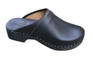 Comfortabele schoenklompen met houten zool en open hiel/hak.