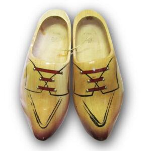 Houten klompen met schoenafbeelding